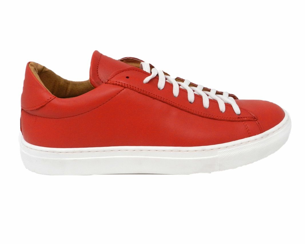 Sports shoe with lacing long color red